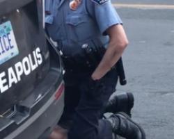 George_Floyd_neck_knelt_on_by_police_officer